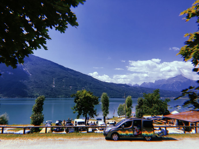 Lunch break at Lago di santa croce - road trip with campervan in Italy