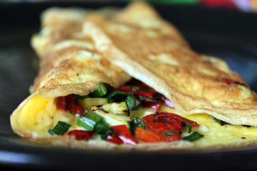 vegetarjanska jajčna omleta za zajtrk na kampiranju z nestcampers, enostavni recepti