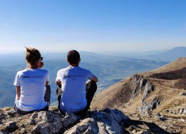 Two travelers enjoying the view on the top of Nanos